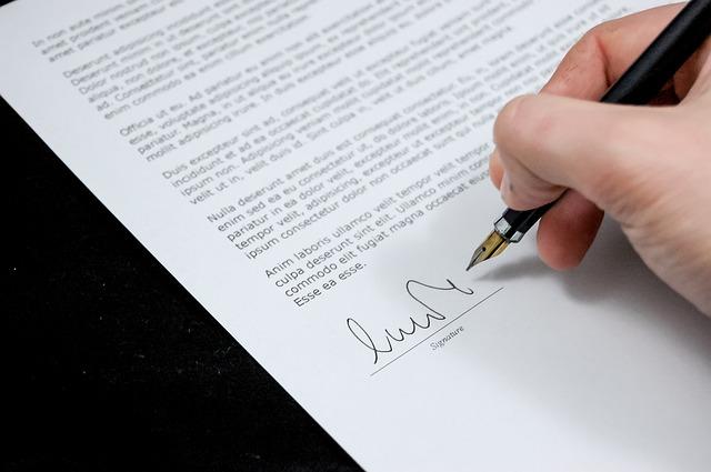 Co obsahuje smlouva o půjčce?