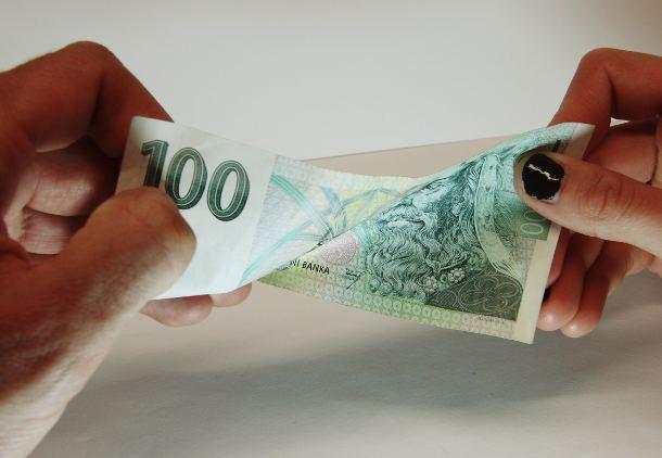 Půjčit si sto tisíc korun do patnácti minut? Je to možné